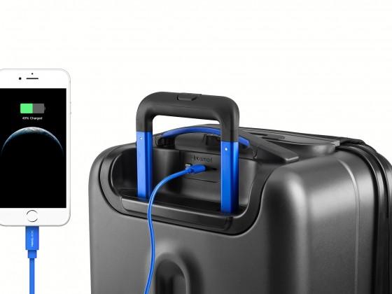 bluesmart-one-phone-charge-01