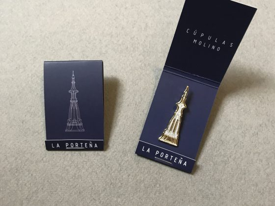 Pin Serie Cúpulas Molino – Caja porta pin